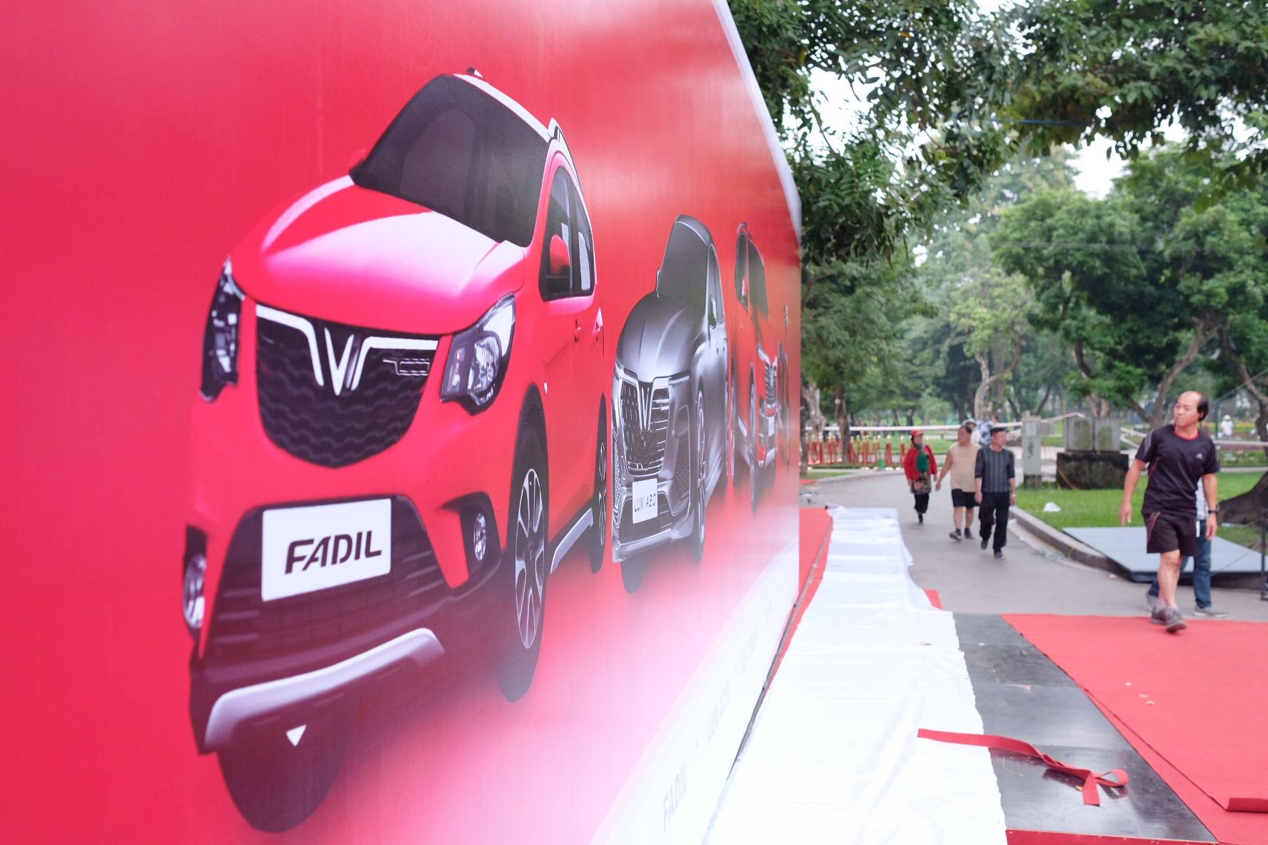 Những hình ảnh mới nhất của ô tô Vinfast chuẩn bị lễ ra mắt tại Hà Nội 13