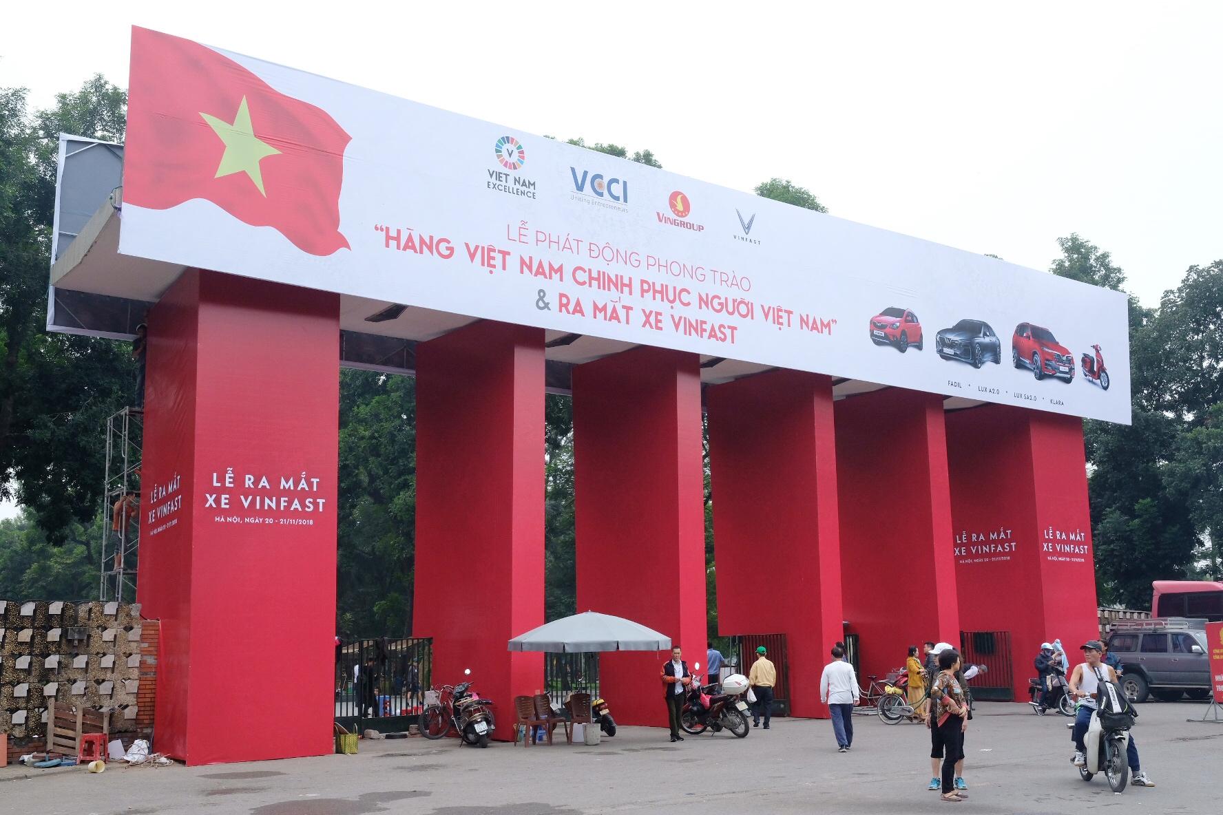 Những hình ảnh mới nhất của ô tô Vinfast chuẩn bị lễ ra mắt tại Hà Nội 4