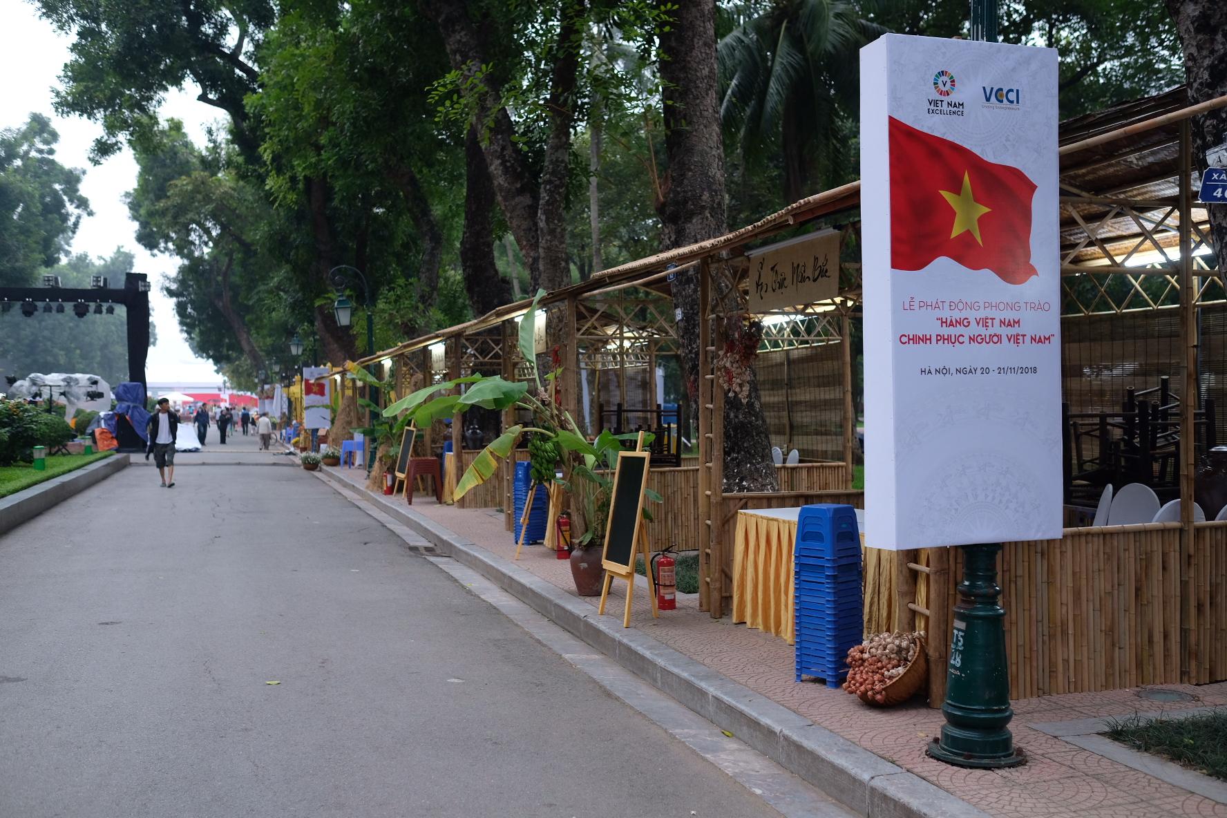Những hình ảnh mới nhất của ô tô Vinfast chuẩn bị lễ ra mắt tại Hà Nội 17