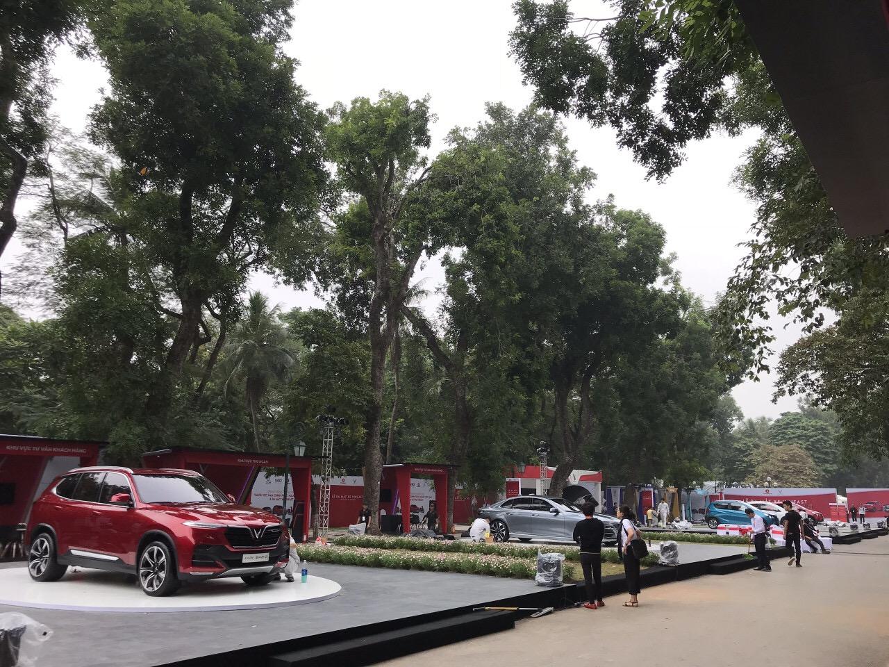 Những hình ảnh mới nhất của ô tô Vinfast chuẩn bị lễ ra mắt tại Hà Nội 18
