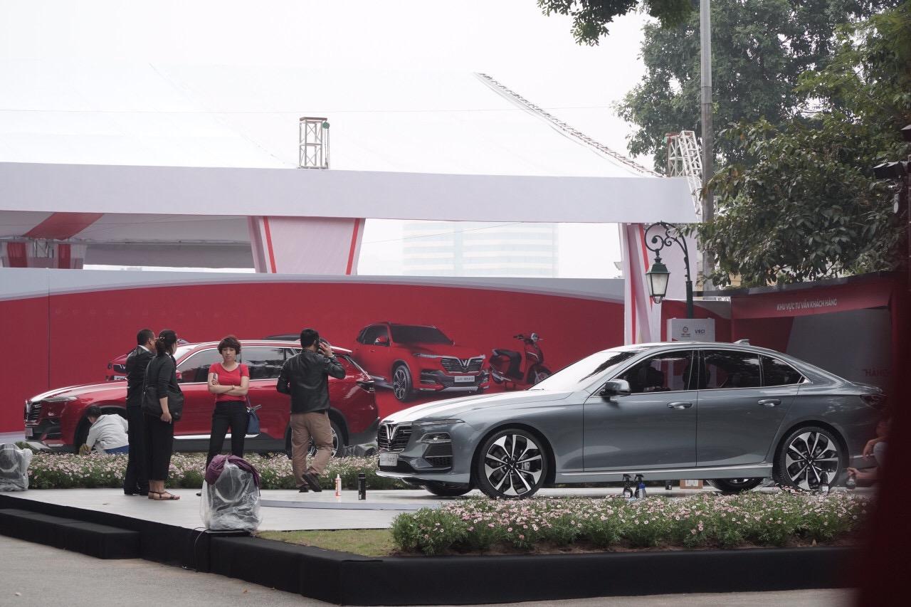 Những hình ảnh mới nhất của ô tô Vinfast chuẩn bị lễ ra mắt tại Hà Nội 20