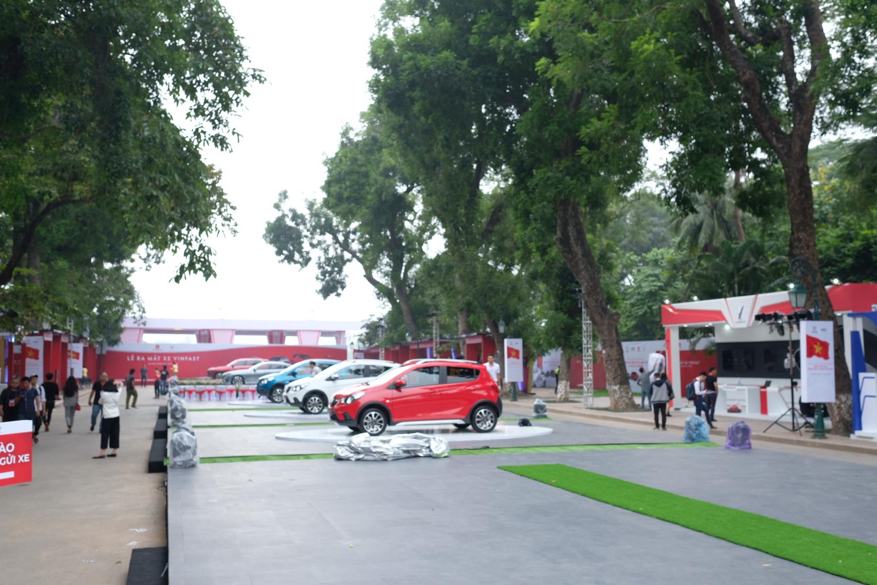 Những hình ảnh mới nhất của ô tô Vinfast chuẩn bị lễ ra mắt tại Hà Nội 23