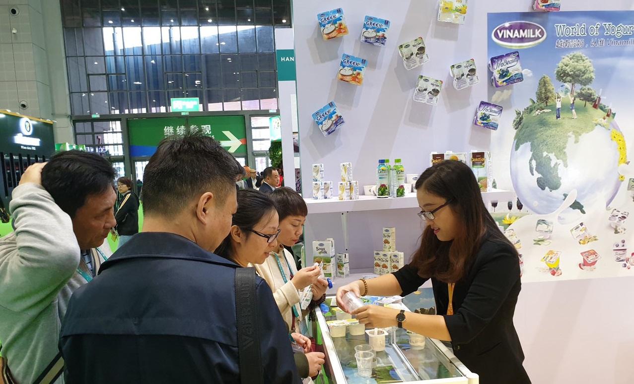 Các sản phẩm sữa của Vinamilk ra mắt tại CIIE 2018 1