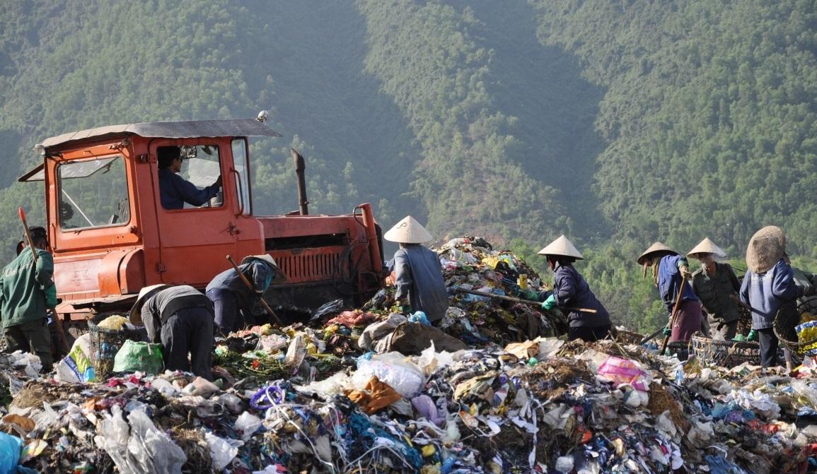 Bài toán khó khi tăng trưởng kinh tế đi kèm lượng chất thải rắn ngày càng lớn