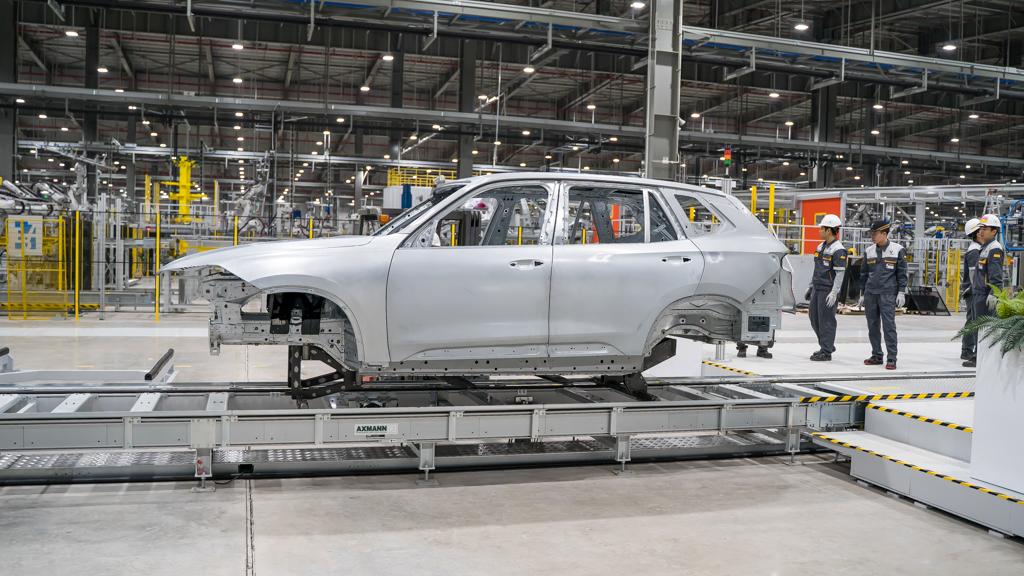 VinFast hoàn thành sản xuất thân vỏ xe SUV Lux đầu tiên 1