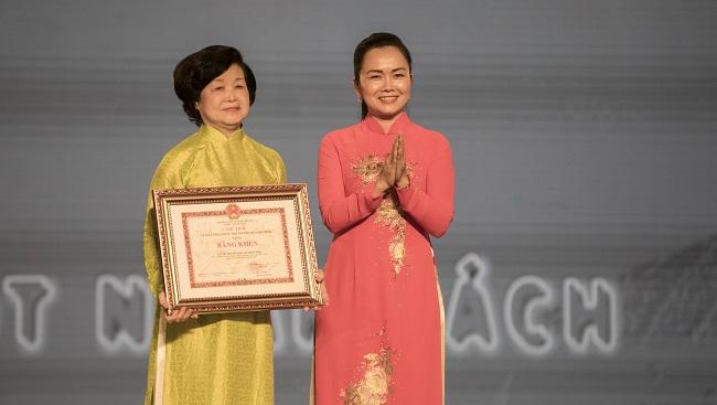 Quỹ Hỗ trợ Giáo dục Lê Mộng Đào nhận Bằng khen từ UBND TP.HCM