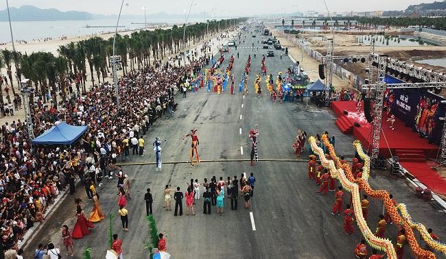 Sau Carnaval, điều gì giúp du lịch Hạ Long tiếp tục 'bùng cháy' mùa hè này? 1