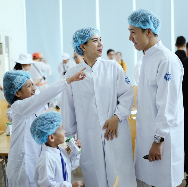 'Siêu' nhà máy đón những vị khách sữa học đường 'nhí' 5
