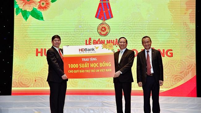 HDBank trao tặng 1,1 tỷ đồng cho Quỹ Bảo trợ trẻ em Việt Nam