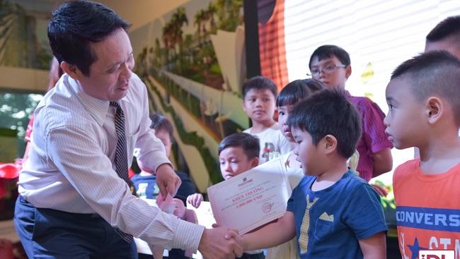 Hàng trăm học bổng hè dành cho con em cán bộ nhân viên Phuc Khang Corp