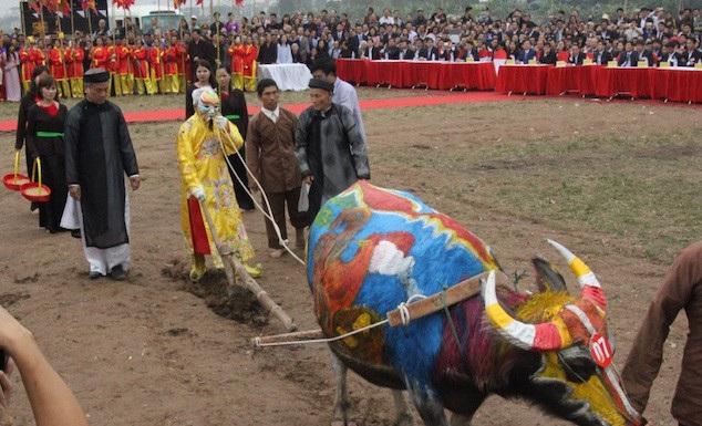 Du lịch Việt Nam và tài nguyên văn hóa: được chăng hay chớ