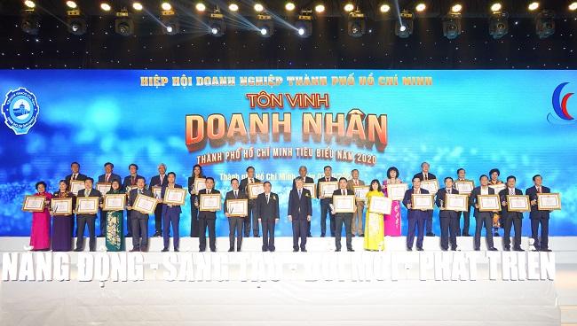 Hưng Thịnh thắng lớn loạt giải doanh nghiệp, doanh nhân TP.HCM tiêu biểu năm 2020 4