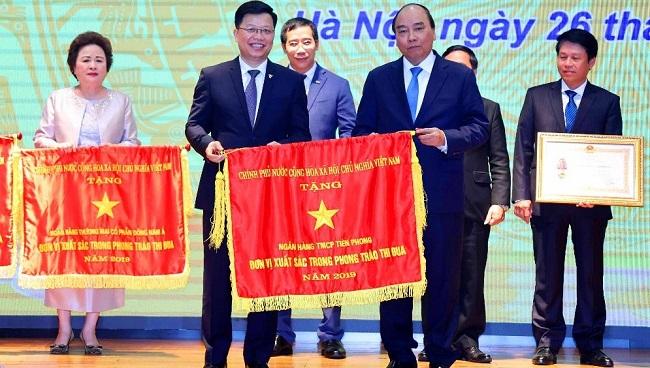 TPBank vinh dự được trao tặng cờ thi đua của Chính phủ