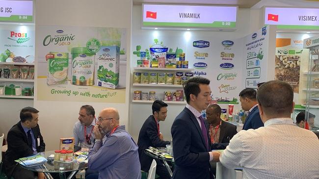 Vinamilk ký hợp đồng xuất khẩu sữa 20 triệu USD tại Hội chợ Gulfood Dubai 2020 1