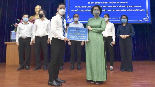 Nhân viên SCB tăng 100 gường y tế và 1,3 tỷ đồng chung tay chống dịch Covid-19