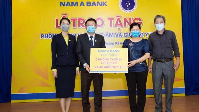 Nam A Bank tặng 2 phòng cách ly áp lực âm và 40 giường y tế chống dịch Covid-19