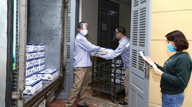 Vinamilk ủng hộ 15 tỷ đồng cho các đơn vị tuyến đầu chống dịch Covid-19
