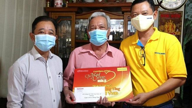 Nam A Bank tặng hàng ngàn vật phẩm y tế cho bộ đội biên phòng 1