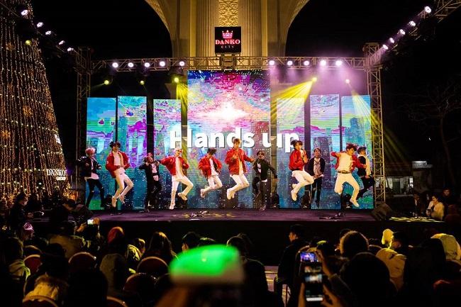 Dance cover Danko City: Bùng cháy với các vũ điệu Kpop cùng Cường seven 4