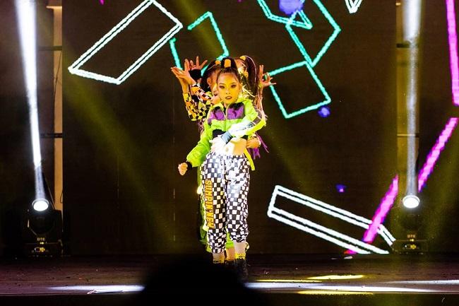 Dance cover Danko City: Bùng cháy với các vũ điệu Kpop cùng Cường seven 5