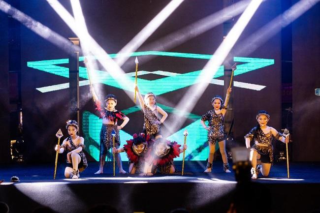 Dance cover Danko City: Bùng cháy với các vũ điệu Kpop cùng Cường seven 10