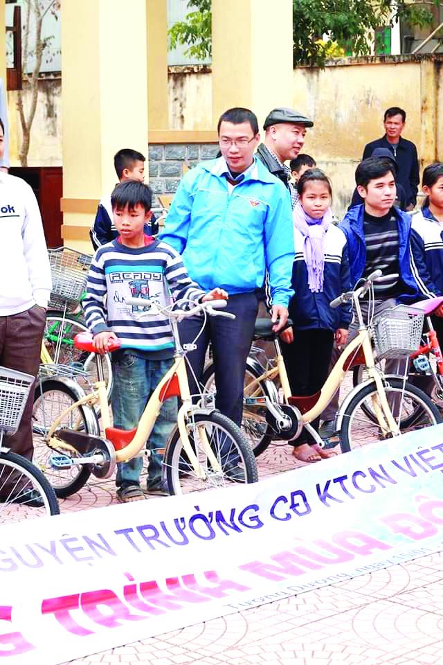 Hồi sinh những chiếc xe đạp cũ tặng học sinh vùng cao 2