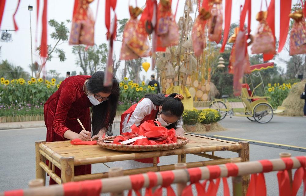 Đường hoa Home Hanoi Xuan 2021 tôn vinh nét đẹp Tết cổ truyền Việt 3