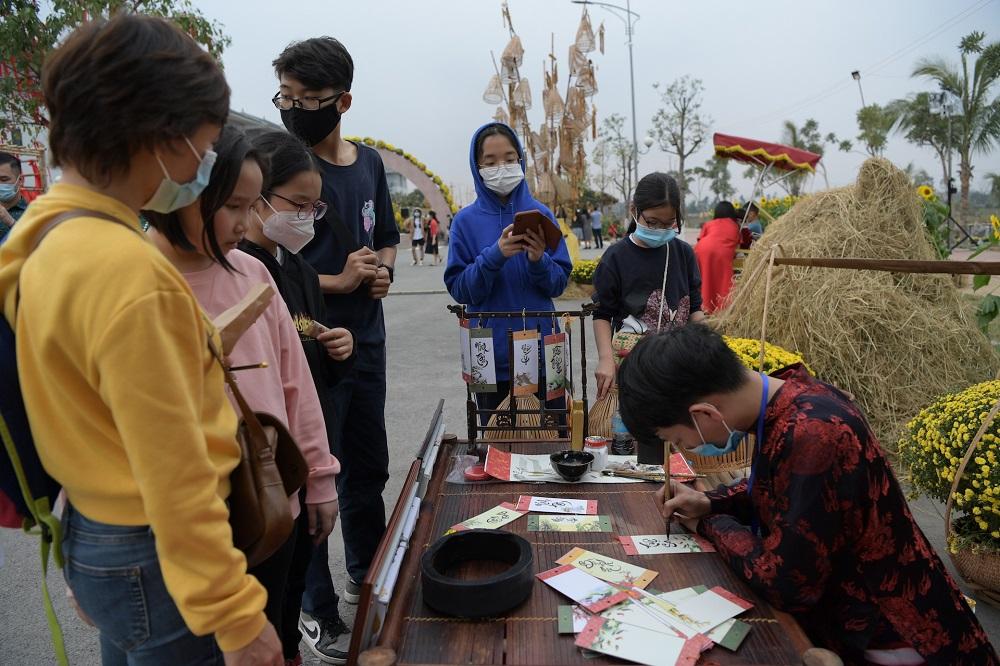 Đường hoa Home Hanoi Xuan 2021 tôn vinh nét đẹp Tết cổ truyền Việt 7