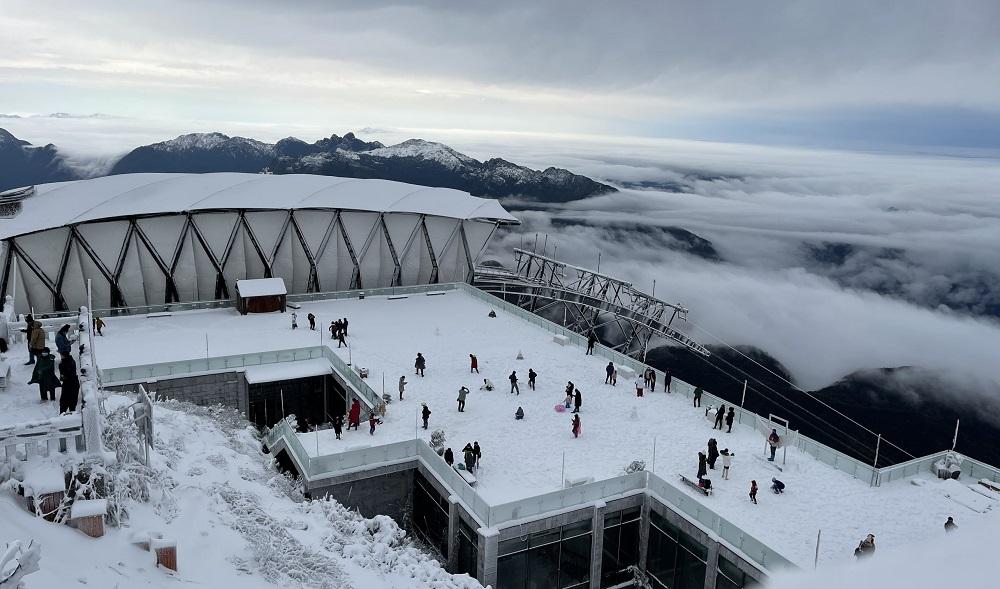 Đỉnh Fansipan đẹp huyền ảo với 'giấc mơ tuyết trắng' 1