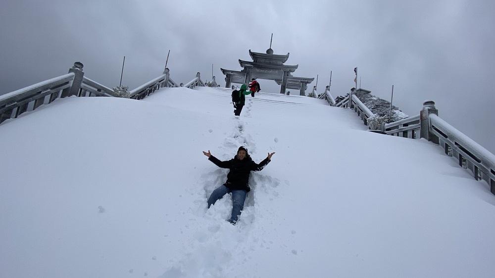 Đỉnh Fansipan đẹp huyền ảo với 'giấc mơ tuyết trắng' 13