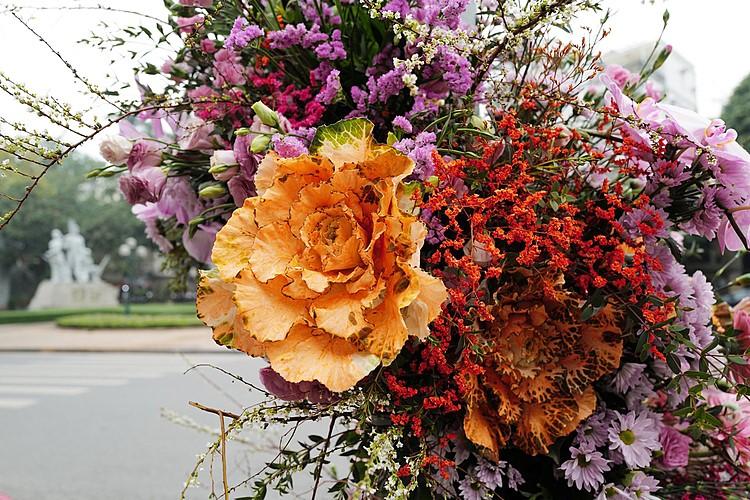 Hơn 100 Cột đèn 'nở hoa' giữa trung tâm Hà Nội 2