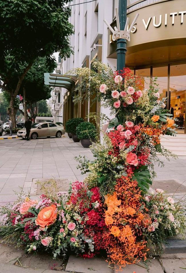 Hơn 100 Cột đèn 'nở hoa' giữa trung tâm Hà Nội 4