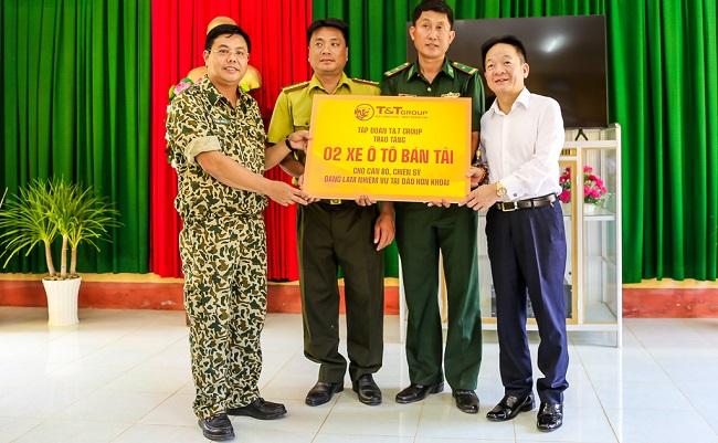 T&T Group thăm và tặng quà cán bộ chiến sỹ trên đảo Hòn Khoai