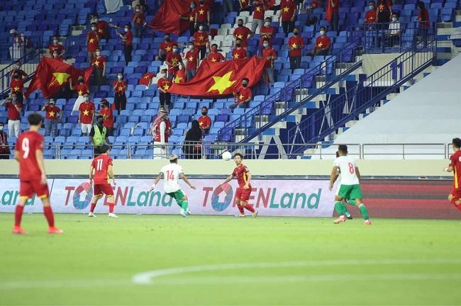 Tập đoàn Hưng Thịnh thưởng 2 tỷ đồng cho đội tuyển bóng đá Việt Nam 3