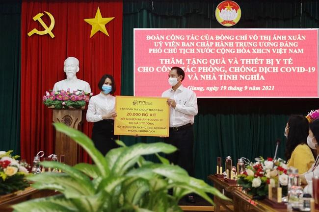 T&T Group tặng 140.000 bộ kit test nhanh hỗ trợ các tỉnh phía Nam 1