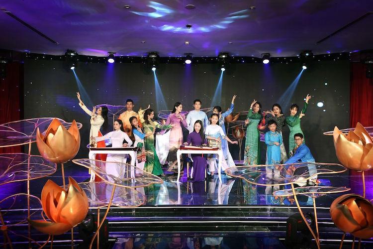 Biểu diễn nghệ thuật 'Áo Dài Story' phục vụ du khách đến Đà Nẵng