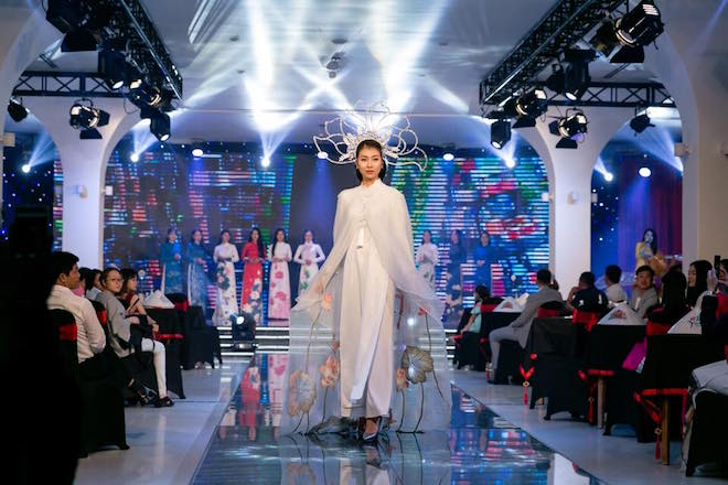 Biểu diễn nghệ thuật 'Áo Dài Story' phục vụ du khách đến Đà Nẵng 1