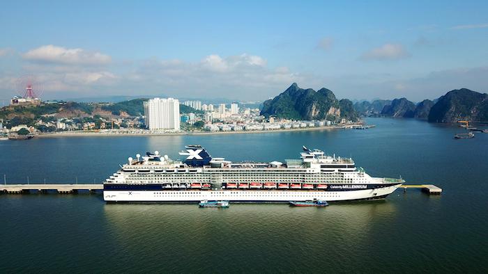 Hạ Long cùng lúc đón hai tàu khách du lịch quốc tế 5 sao