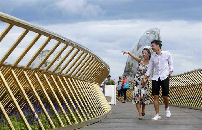 Cơn sốt cầu Vàng khiến du khách quốc tế đổ xô check-in Đà Nẵng