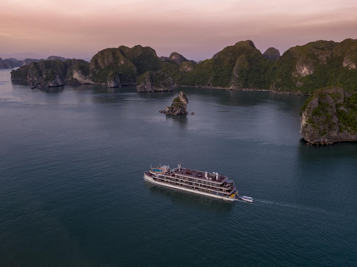 Khám phá quần đảo Cát Bà trên du thuyền sang chảnh bậc nhất 2
