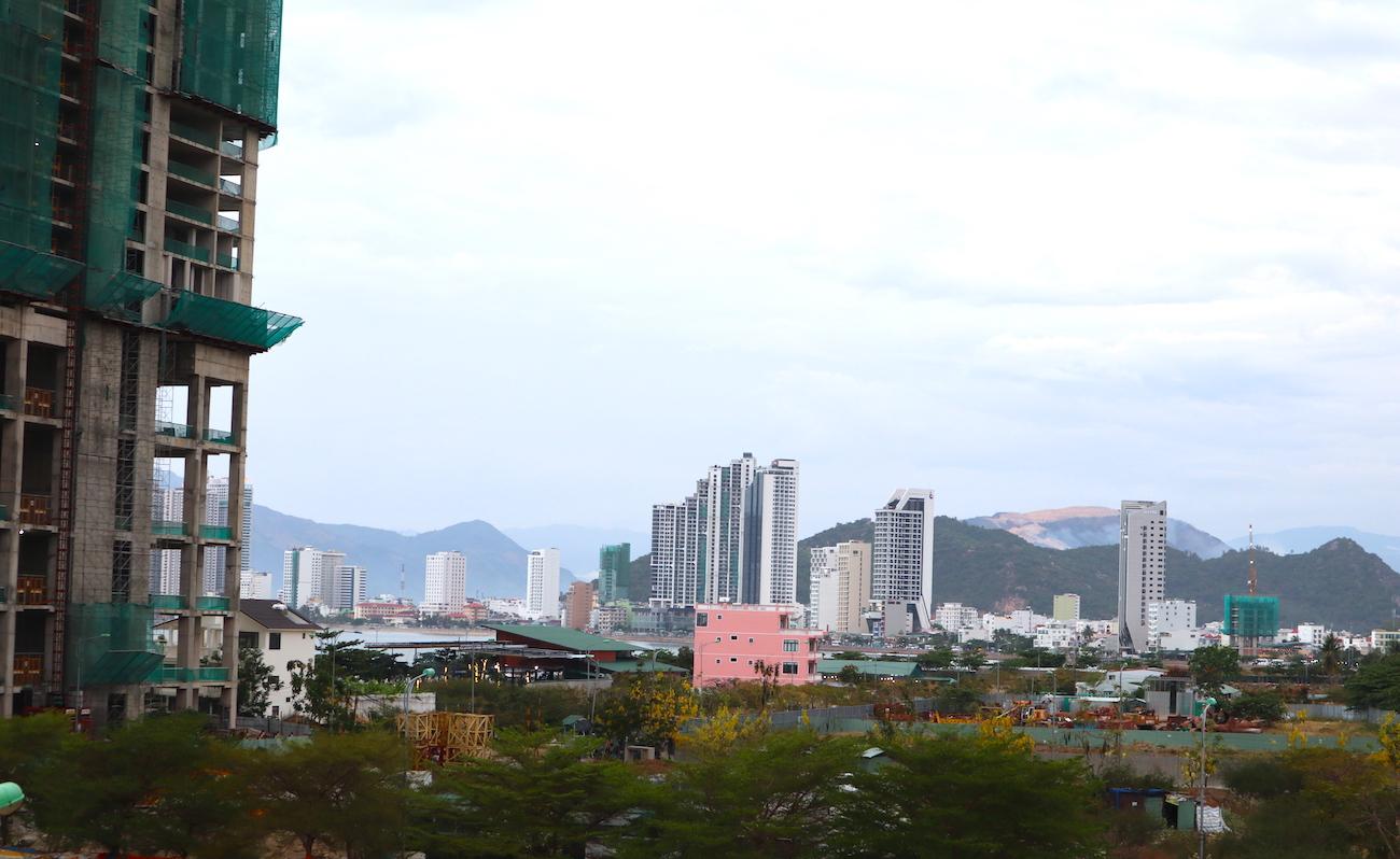 Những hình ảnh 'ngột ngạt' của phố biển Nha Trang 8