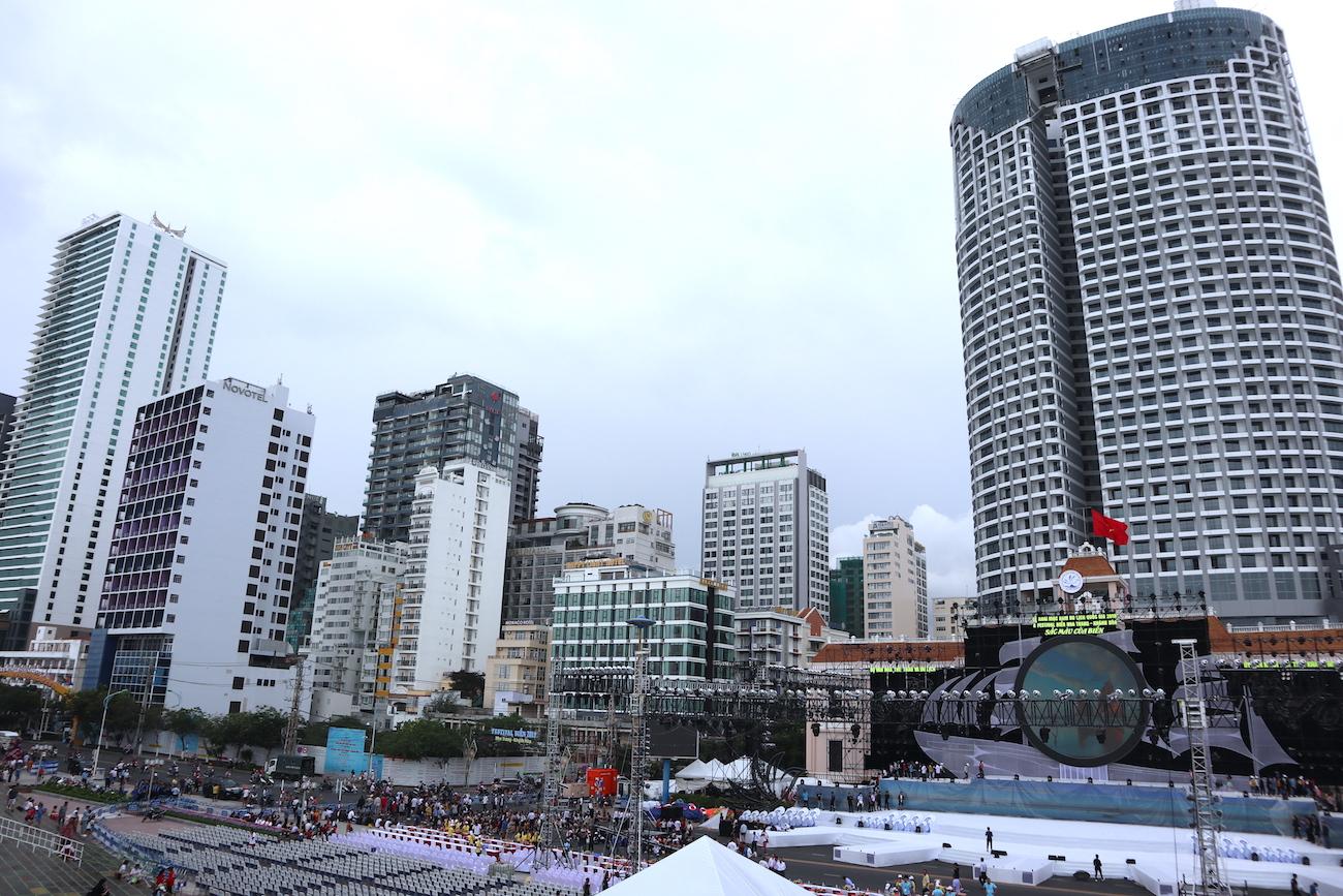 Những hình ảnh khó tin của phố biển Nha Trang 1