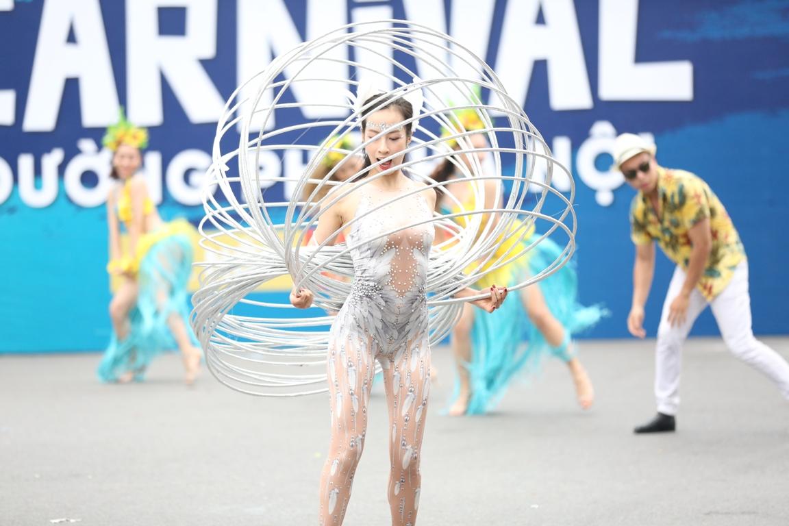 Đoàn Carnival Sun World khuấy động phố đi bộ Hà Nội 3