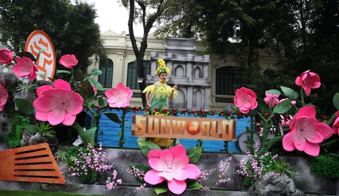 Đoàn Carnival Sun World khuấy động phố đi bộ Hà Nội 2