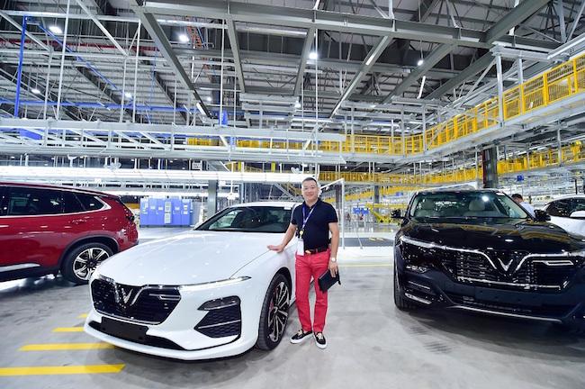 Doanh nhân đầu tiên nhận xe tại nhà máy ô tô VinFast 2