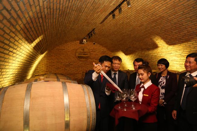 Khám phá hầm rượu vang chuẩn Châu Âu ở Đà Lạt 3
