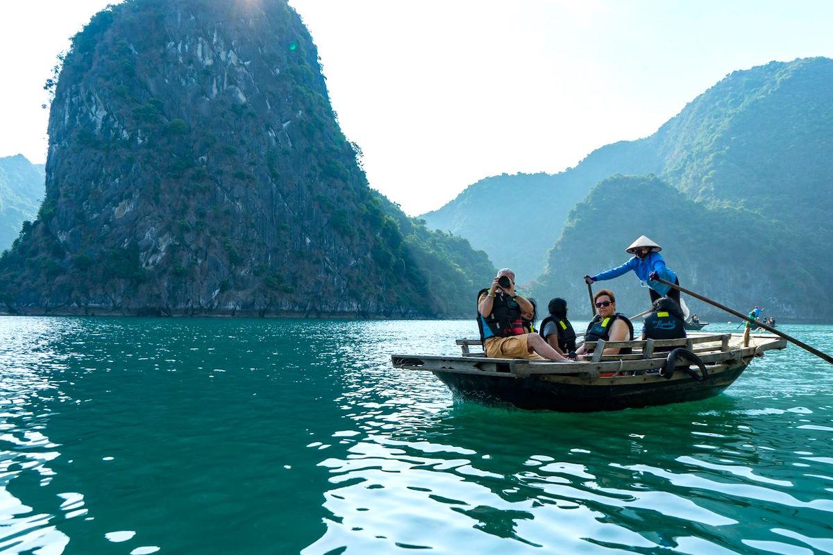 10 điều thú vị khiến du khách thích khám phá vịnh Lan Hạ hơn vịnh Hạ Long 11