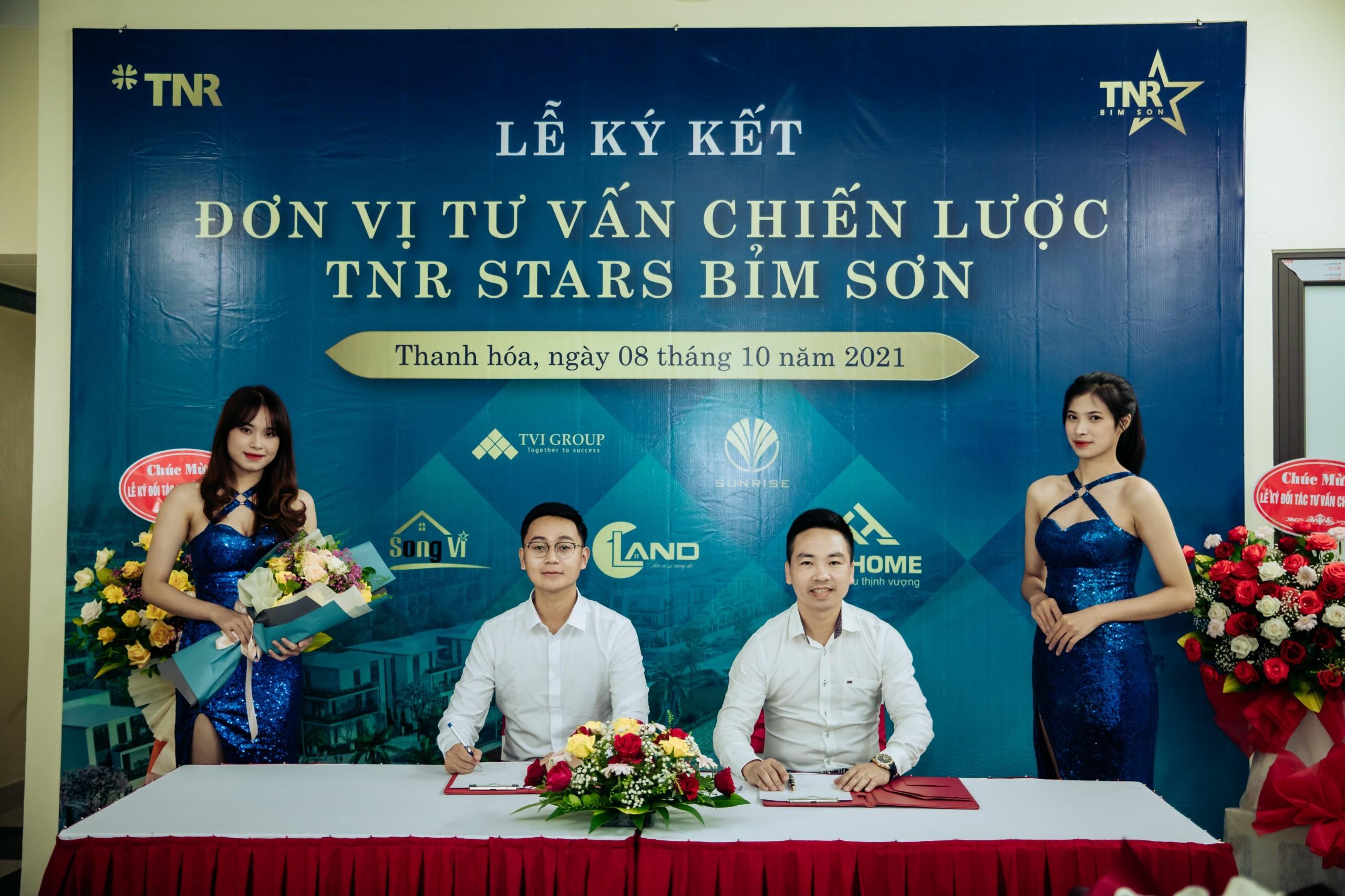 Đại diện TNR Holdings Việt Nam và Bất động sản Cland trong lễ ký kết hợp tác chiến lược.