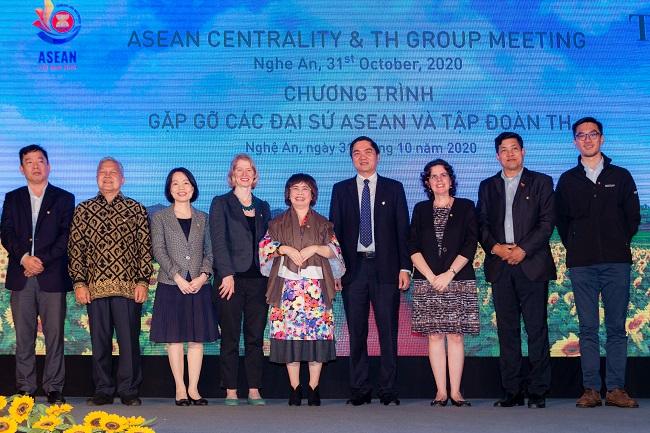 Trang trại bò sữa công nghệ cao của Tập đoàn TH trở thành điểm hẹn của các Đại sứ ASEAN 2