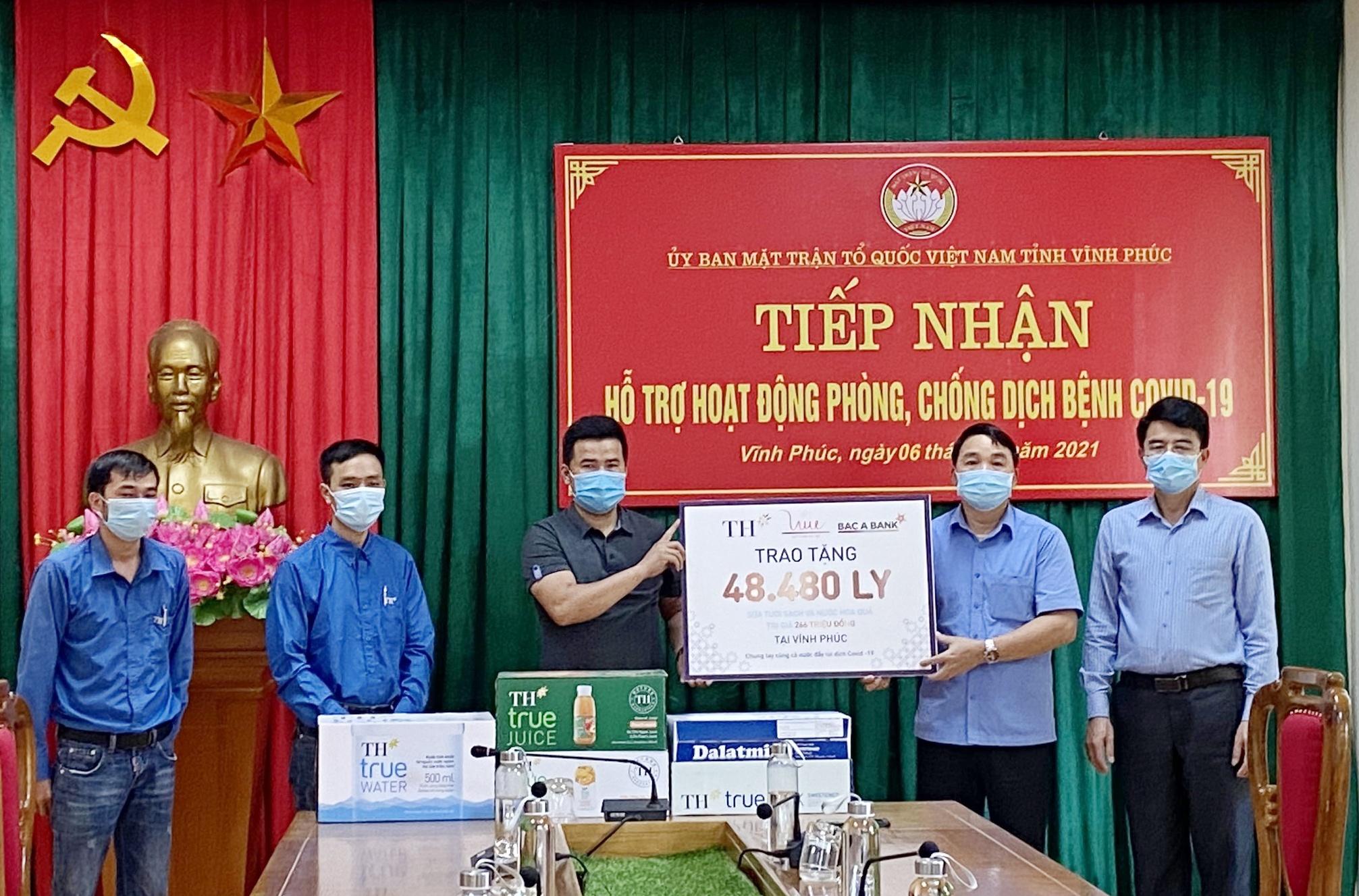 Tập đoàn TH trao tặng Hà Nam, Vĩnh Phúc hơn 145.000 sản phẩm đồ uống tốt cho sức khỏe, chung tay chống dịch COVID-19 2